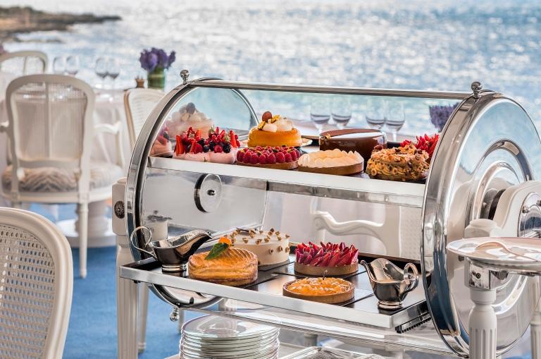 Eden-Roc_restaurant_Charriot_a_desserts__2193