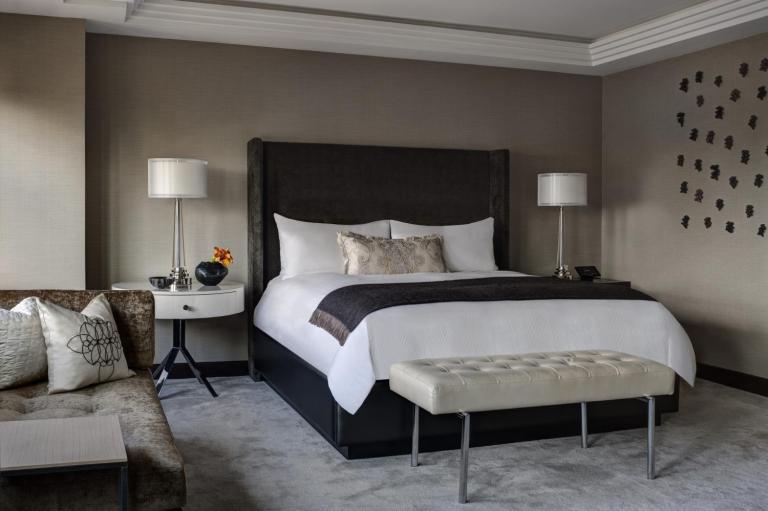 Champagne Suite_Masterbedroom_38055_med