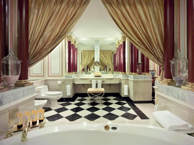 Royal Bathroom 2008_38016_med